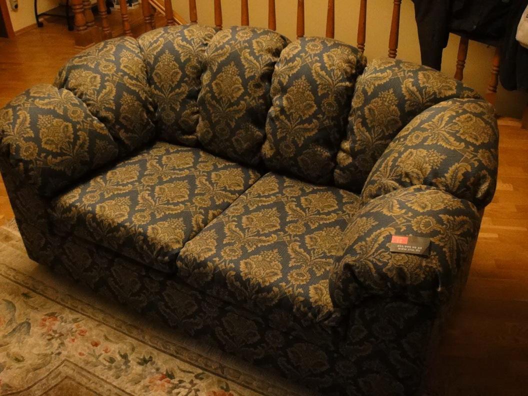 Обтянуть диван своими руками