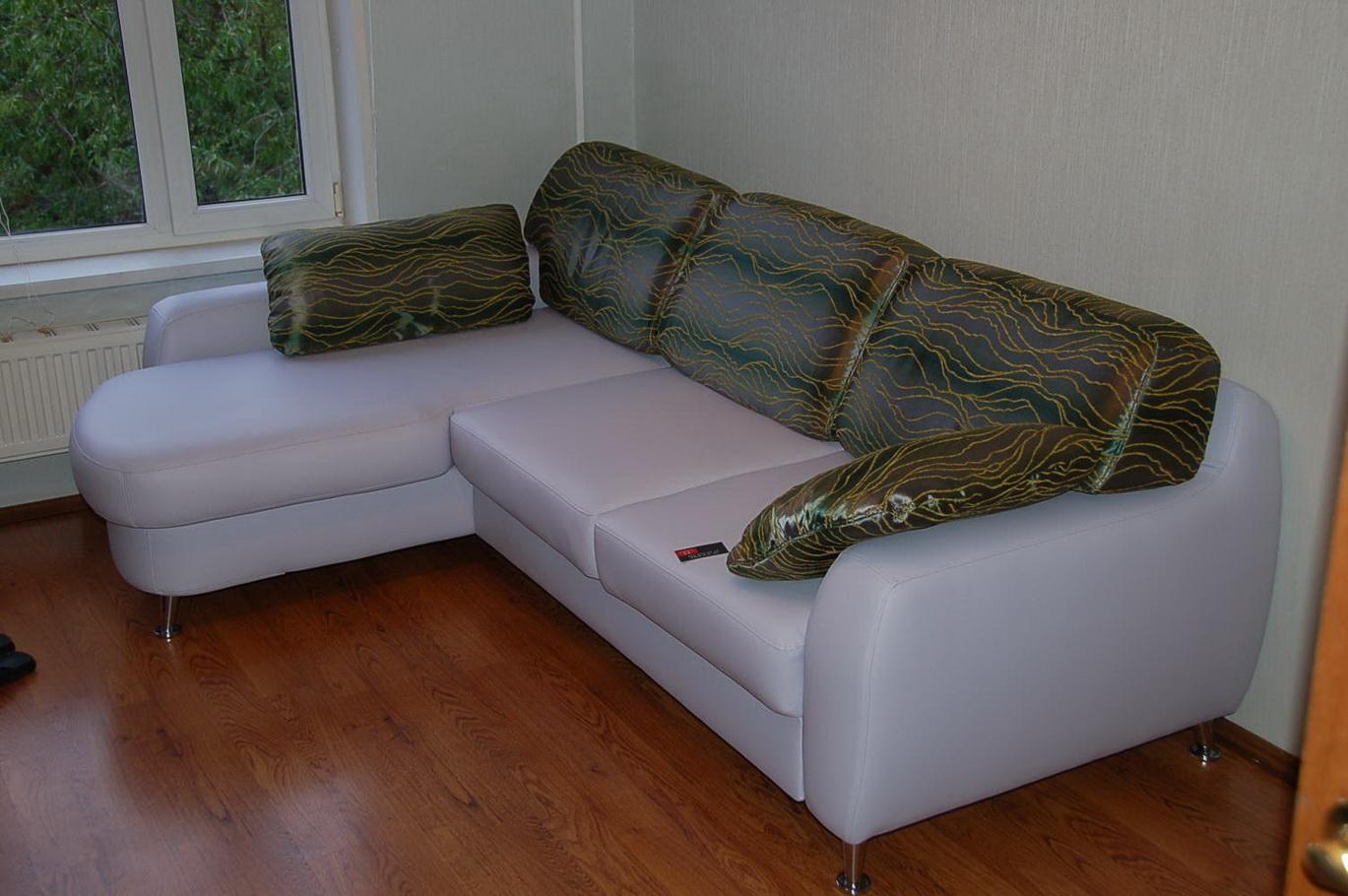 Как обшить диван кожзамом своими