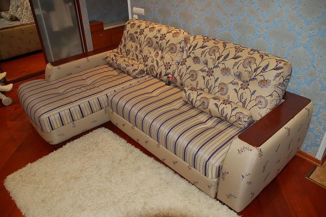 Чистка диванов и кресел в домашних условиях