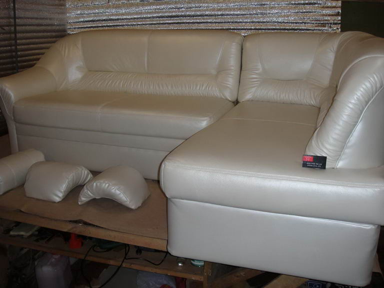 Обтяжка дивана кожей своими руками