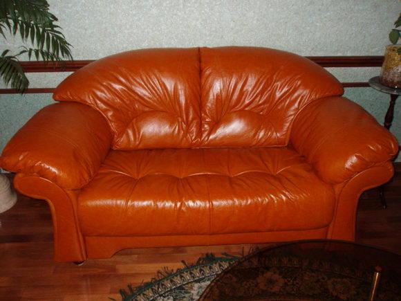 Перетяжка кожаной мебели на дому